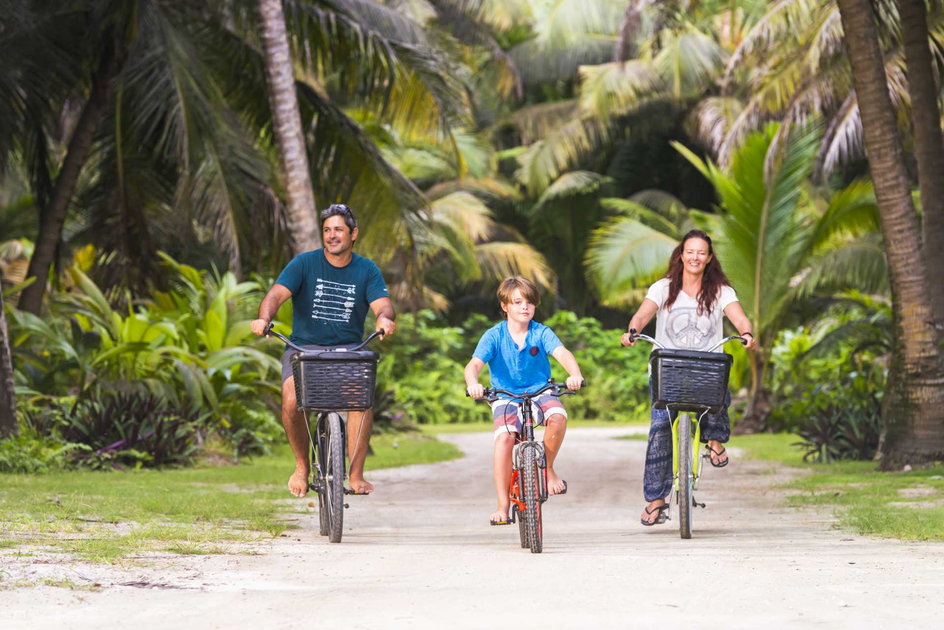 Alphonse family cycling seychelles